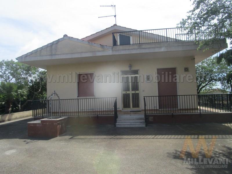 Villa in vendita a Modica, 7 locali, prezzo € 220.000 | Cambio Casa.it