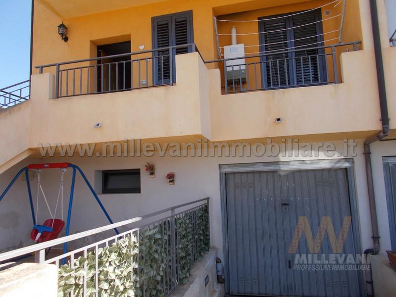Appartamento in vendita a Scicli, 4 locali, zona Zona: Iungi, prezzo € 125.000 | Cambio Casa.it