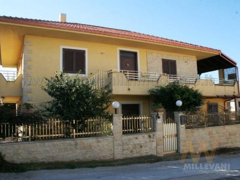 Appartamento in vendita a Scicli, 4 locali, zona Località: CavadAliga, prezzo € 140.000   Cambio Casa.it