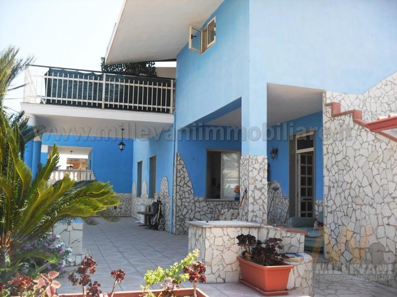 Villa in vendita a Ispica, 12 locali, zona Località: Ispicamare, prezzo € 300.000 | Cambio Casa.it