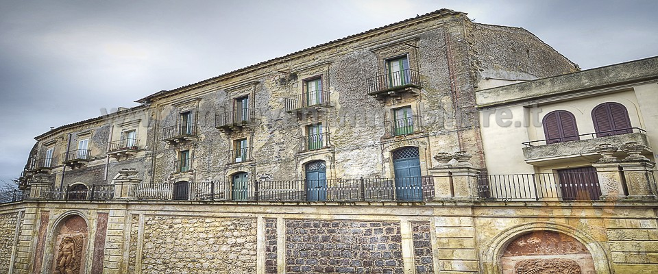 Albergo in vendita a Vizzini, 16 locali, prezzo € 550.000 | CambioCasa.it