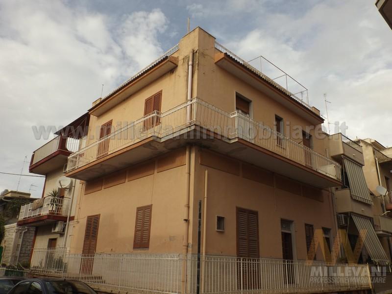 Appartamento in vendita a Pozzallo, 5 locali, zona Località: Raganzino, prezzo € 95.000 | Cambio Casa.it