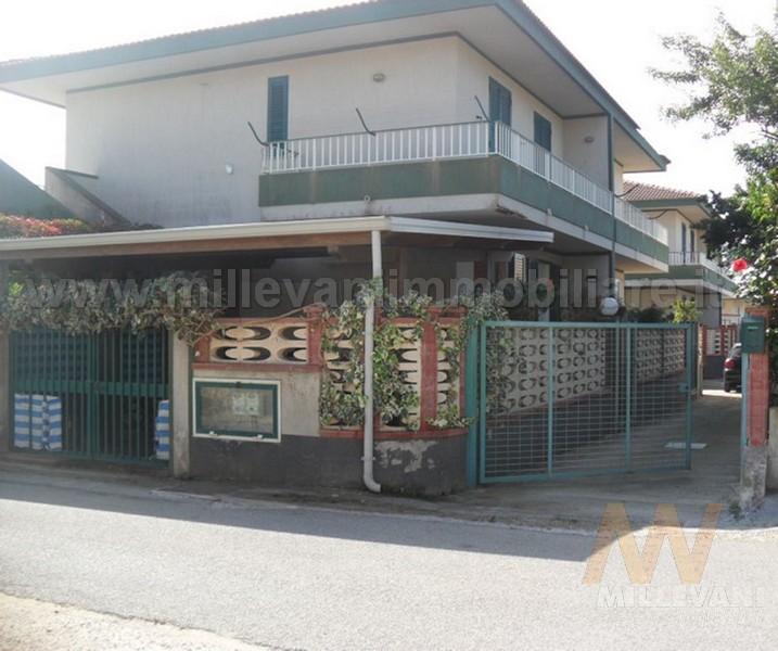 Appartamento in vendita a Ispica, 7 locali, prezzo € 100.000 | Cambio Casa.it