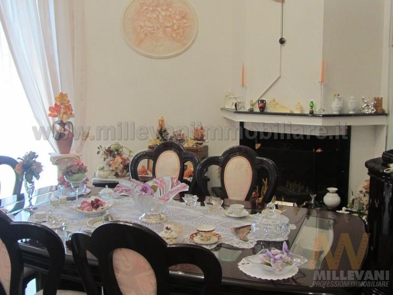 Appartamento in vendita a Scicli, 4 locali, zona Zona: Iungi, prezzo € 180.000 | Cambio Casa.it