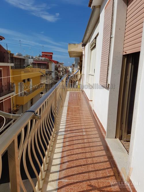 Appartamento in vendita a Pozzallo, 4 locali, zona Località: zonaSanGiovanni, prezzo € 100.000 | Cambio Casa.it