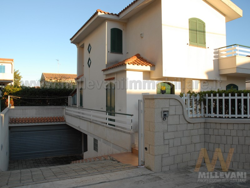 Villa in vendita a Modica, 6 locali, zona Località: MarinadiModica, prezzo € 550.000 | Cambio Casa.it