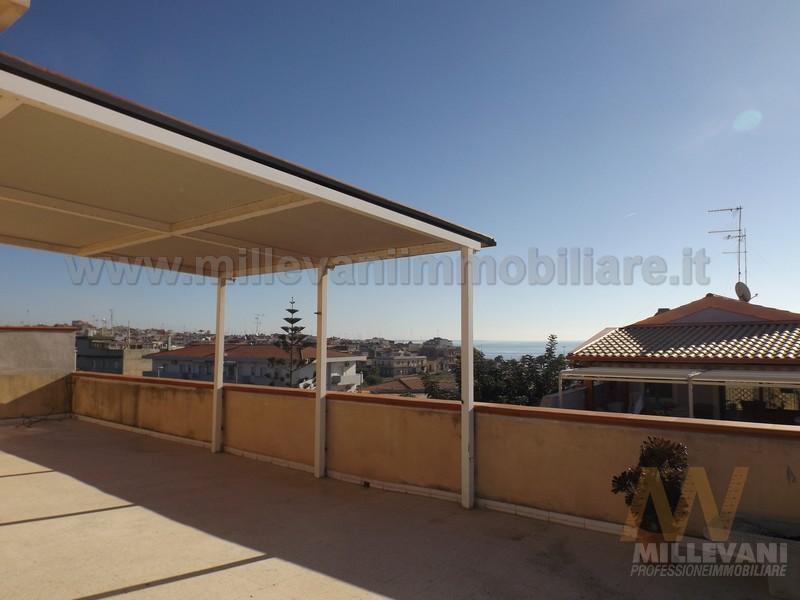 Attico / Mansarda in vendita a Pozzallo, 4 locali, zona Località: Raganzino, prezzo € 150.000 | Cambio Casa.it