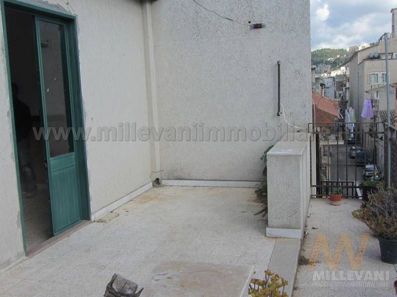 Soluzione Indipendente in vendita a Scicli, 9 locali, prezzo € 110.000 | Cambio Casa.it