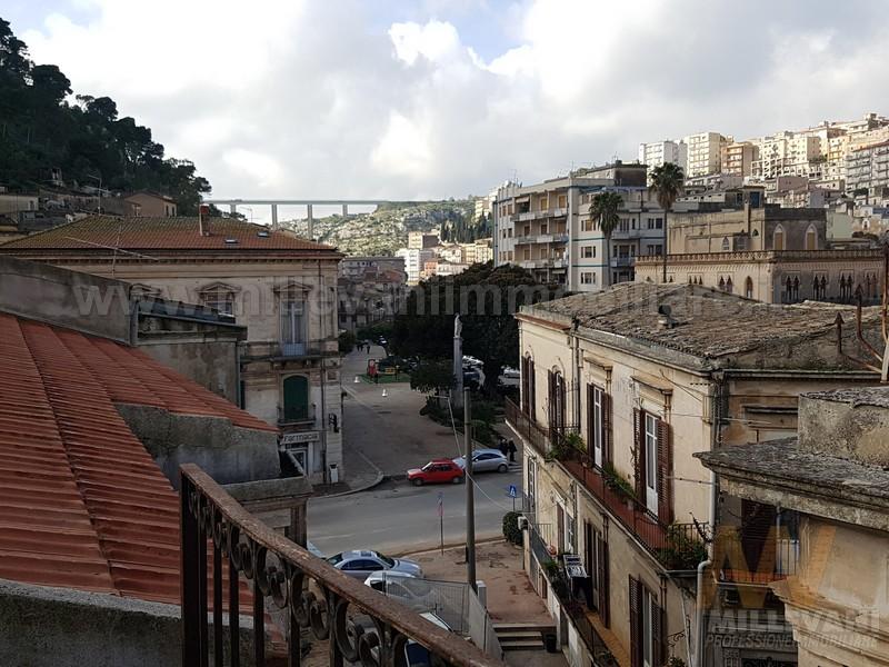 Appartamento in vendita a Modica, 7 locali, zona Località: ModicaBassa, prezzo € 220.000 | Cambio Casa.it