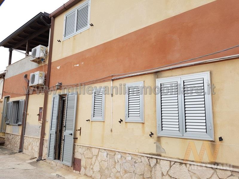 Soluzione Indipendente in vendita a Scicli, 6 locali, zona Zona: Donnalucata, prezzo € 125.000 | Cambio Casa.it