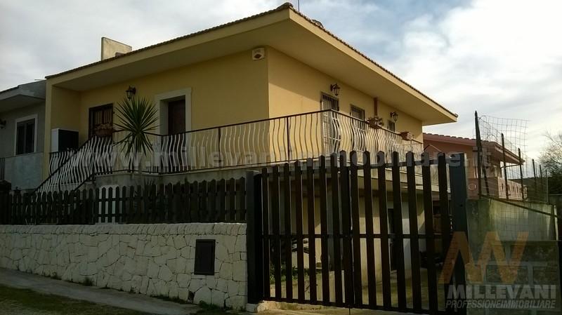 Villa in vendita a Scicli, 8 locali, zona Località: CavadAliga, prezzo € 195.000 | Cambio Casa.it