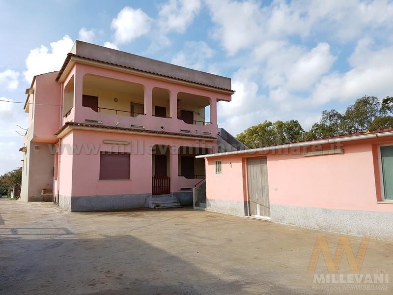 Villa in vendita a Scicli, 10 locali, zona Località: CavadAliga, prezzo € 235.000 | Cambio Casa.it