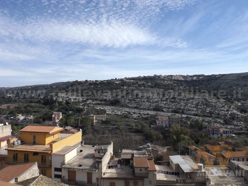 Appartamento in vendita a Modica, 6 locali, zona Località: ModicaAlta, prezzo € 95.000 | Cambio Casa.it