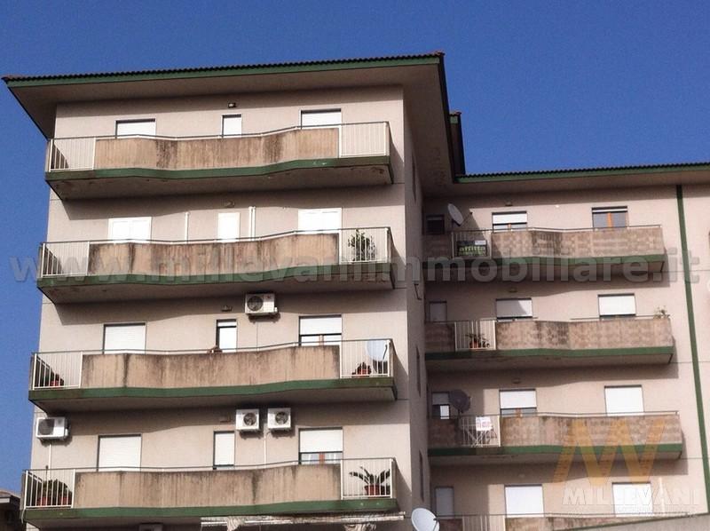 Appartamento in vendita a Modica, 7 locali, zona Località: ModicaSorda, prezzo € 110.000 | Cambio Casa.it