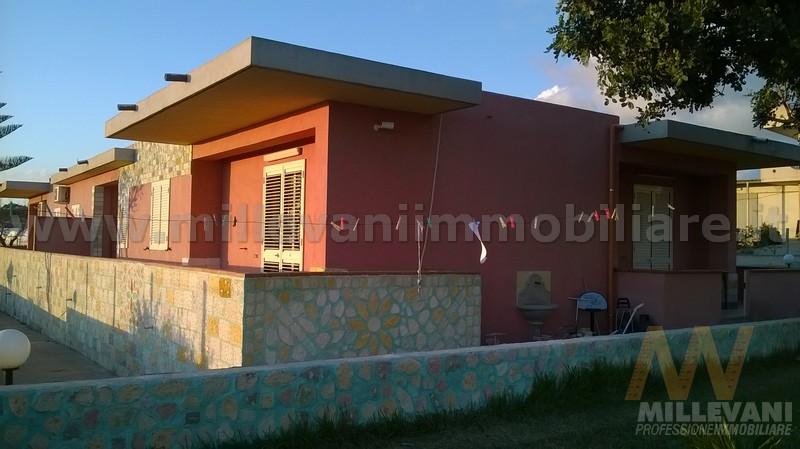 Appartamento in vendita a Scicli, 5 locali, zona Zona: Donnalucata, prezzo € 165.000 | Cambio Casa.it