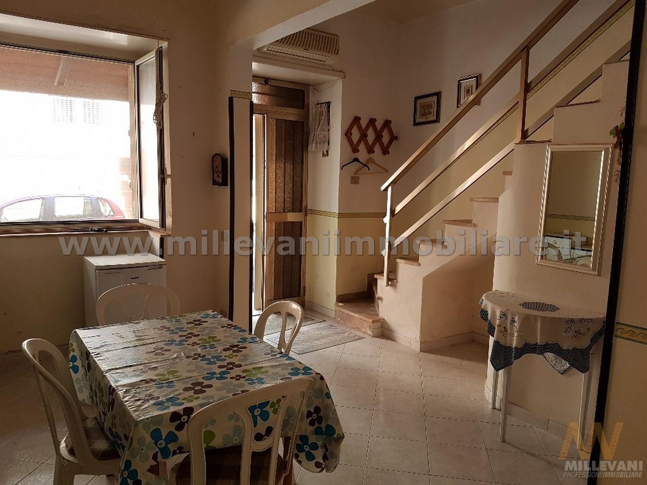 Soluzione Indipendente in vendita a Pozzallo, 5 locali, prezzo € 69.000 | CambioCasa.it