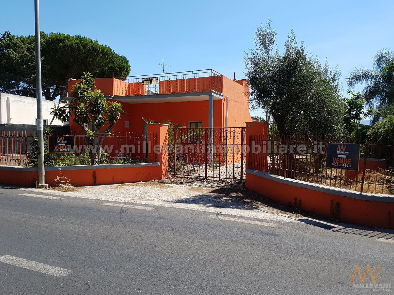 Soluzione Indipendente in vendita a Comiso, 4 locali, zona Zona: Pedalino, prezzo € 70.000 | CambioCasa.it