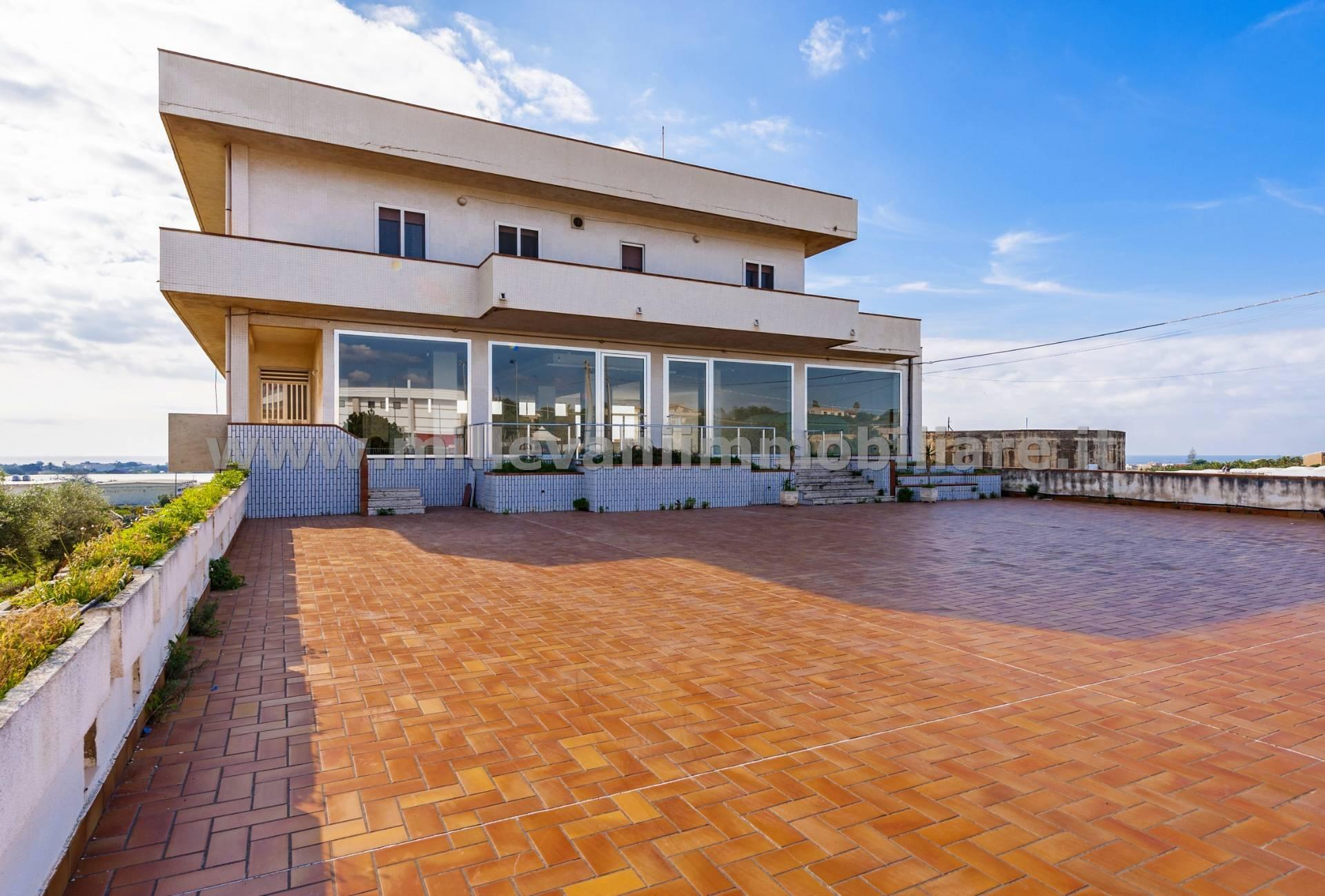 Negozio / Locale in vendita a Scicli, 9999 locali, zona Zona: Donnalucata, prezzo € 430.000   CambioCasa.it