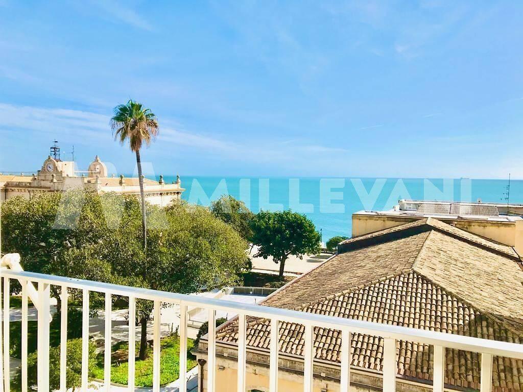 Appartamento in vendita a Pozzallo, 6 locali, zona Località: CorsoVittorioVeneto, prezzo € 195.000 | CambioCasa.it