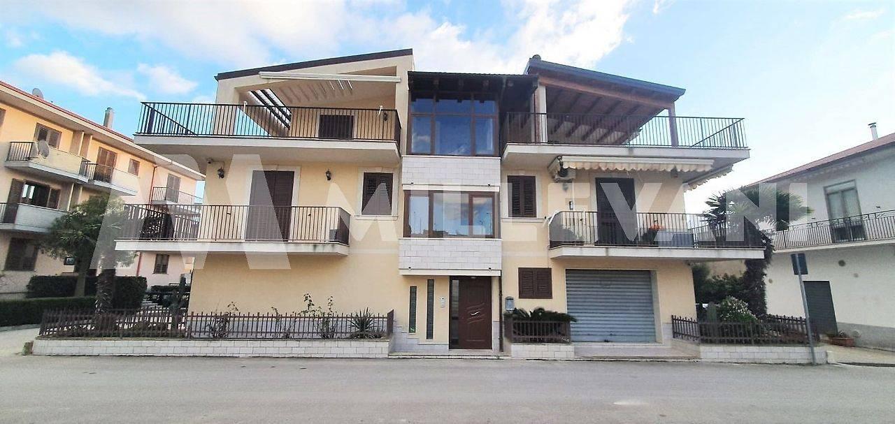 Appartamento in vendita a Giarratana, 5 locali, prezzo € 165.000   CambioCasa.it