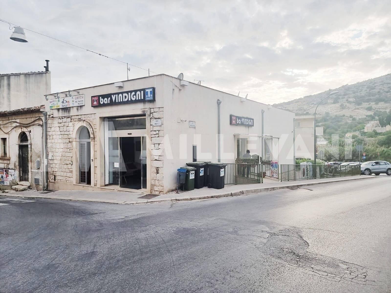 Negozio / Locale in vendita a Scicli, 2 locali, prezzo € 210.000   CambioCasa.it