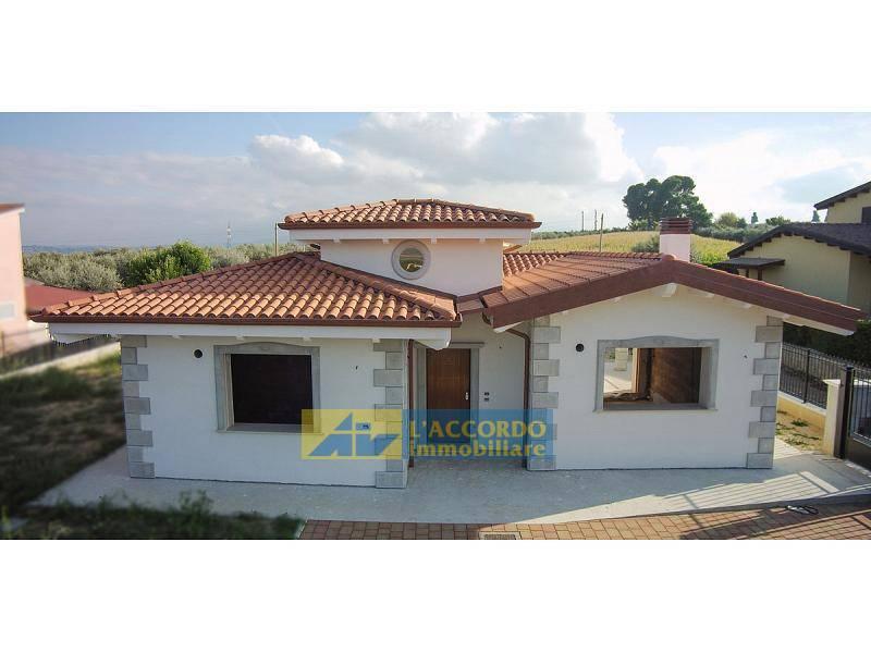 Villa in vendita a Rosciano, 5 locali, zona Località: VillaOliveti, prezzo € 260.000 | CambioCasa.it