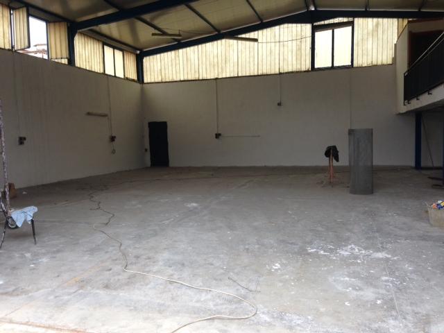 Capannoni in vendita a napoli in zona agnano cerca con for Capannone di 300 metri quadrati