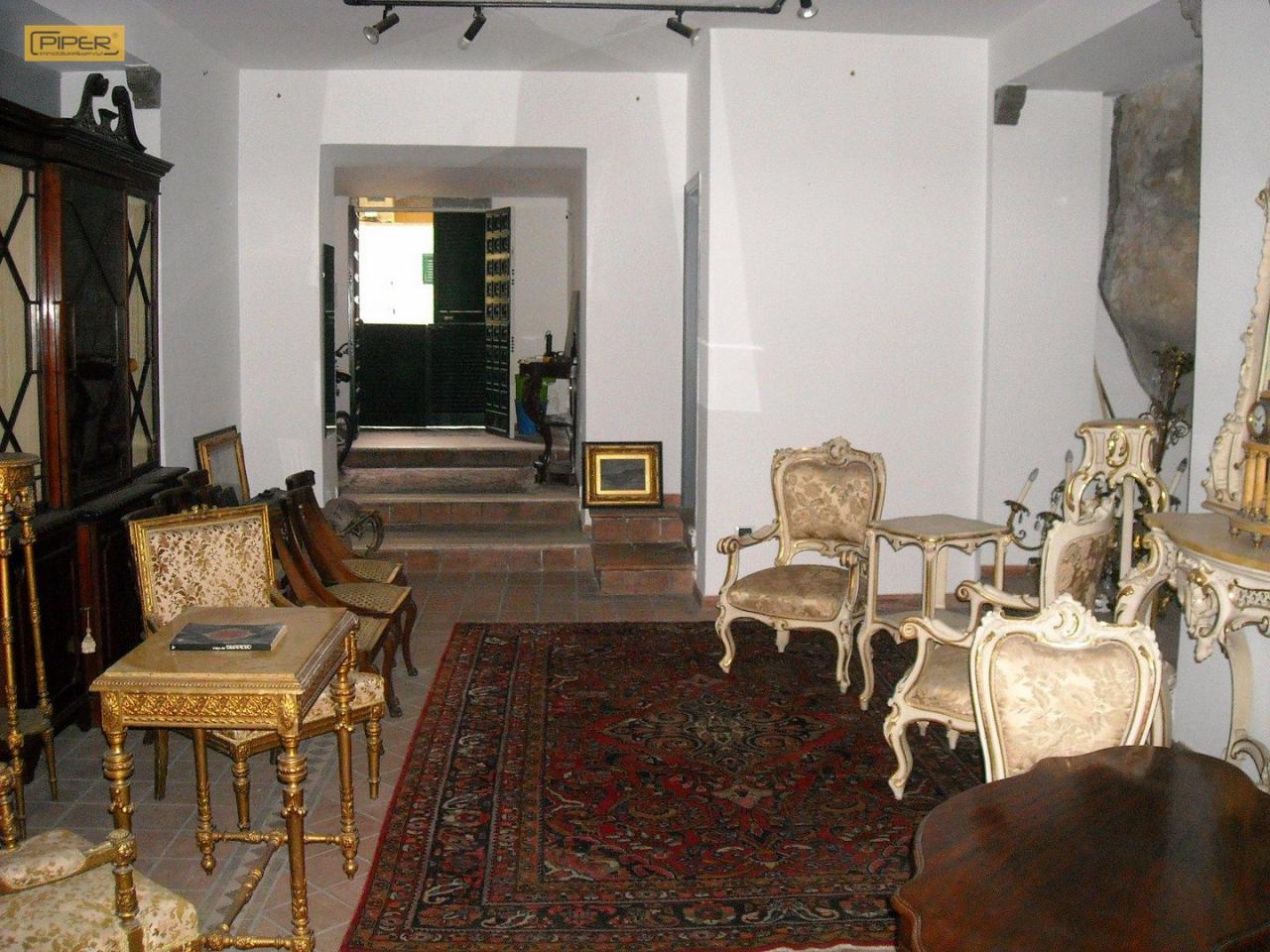 Appartamento in affitto a napoli chiaia via gaetani 1250 for Appartamento arredato napoli