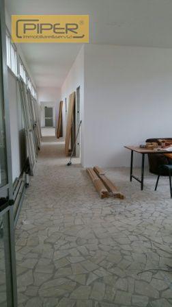 Negozio / Locale in affitto a Napoli, 9999 locali, zona Località: Agnano, prezzo € 1.500 | Cambio Casa.it