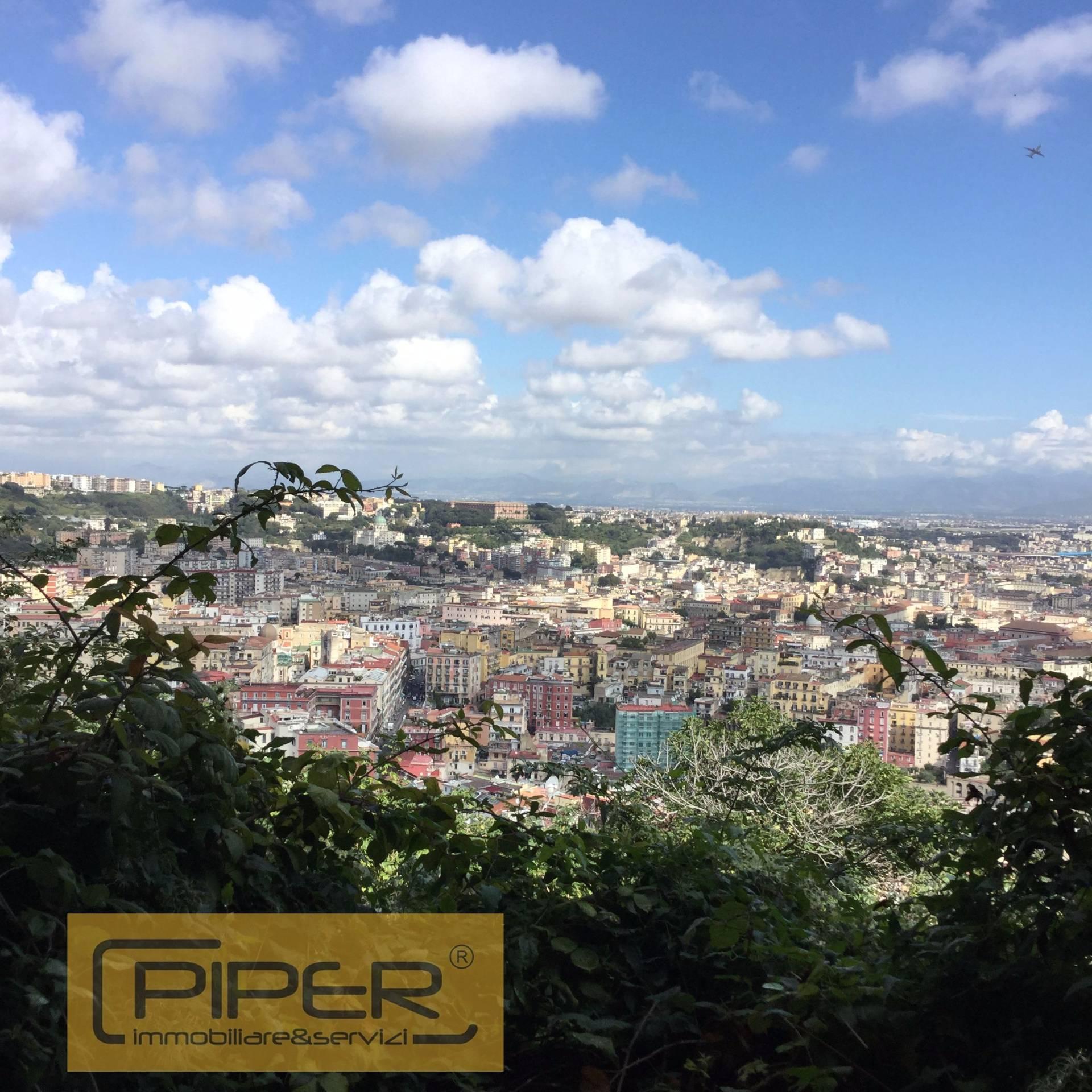Palazzo / Stabile in Vendita a Napoli