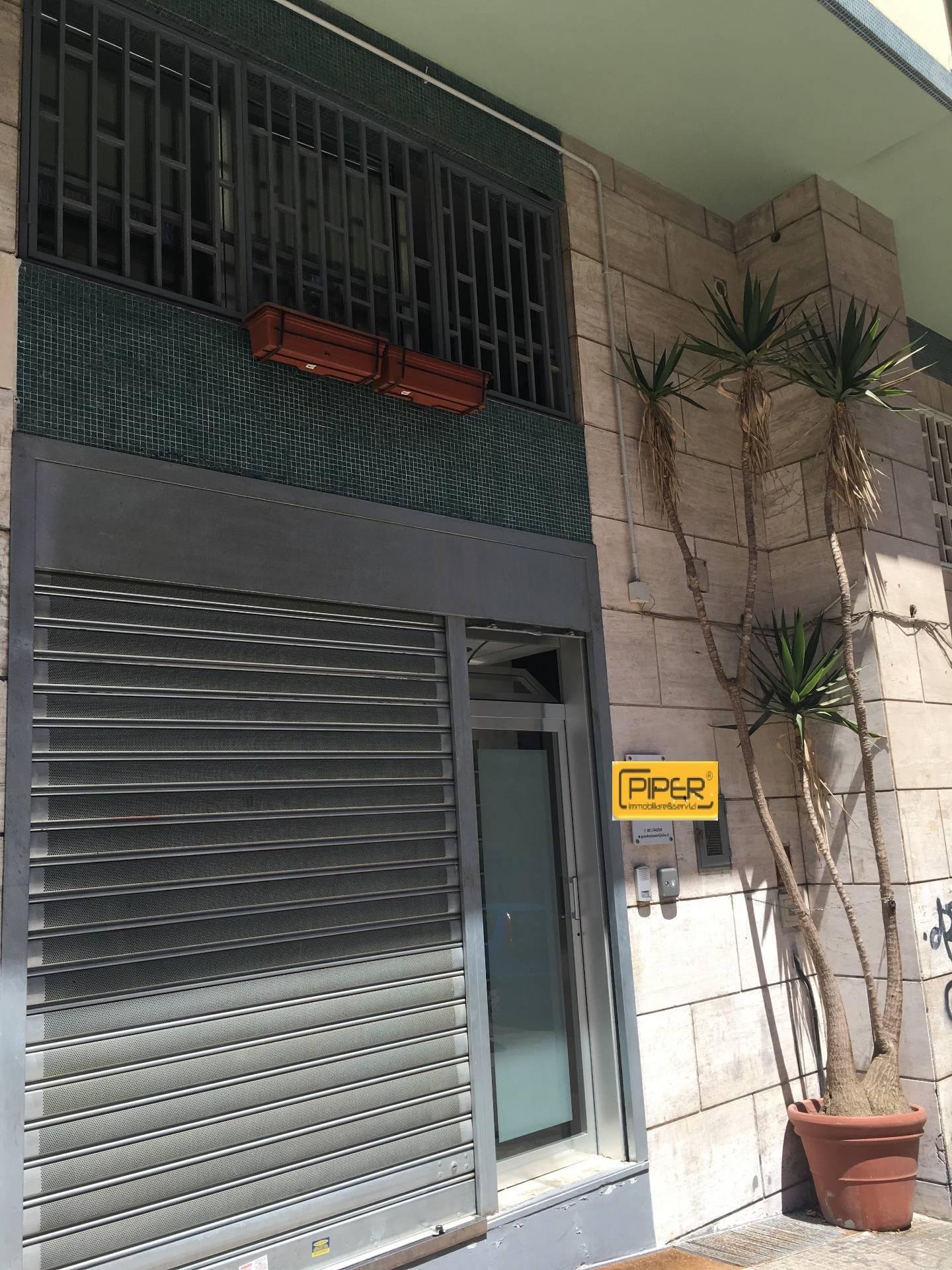 Negozio / Locale in affitto a Napoli, 9999 locali, zona Località: ColliAminei, prezzo € 900   Cambio Casa.it
