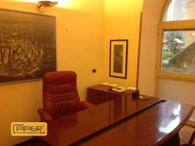 Negozio / Locale in affitto a Napoli, 9999 locali, zona Zona: 8 . Piscinola, Chiaiano, Scampia, prezzo € 950 | Cambio Casa.it