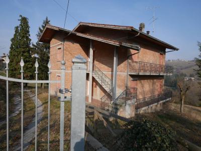 Casa con terreno agricolo in Vendita a Serramazzoni
