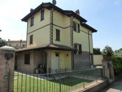 Villa in Affitto a Serramazzoni